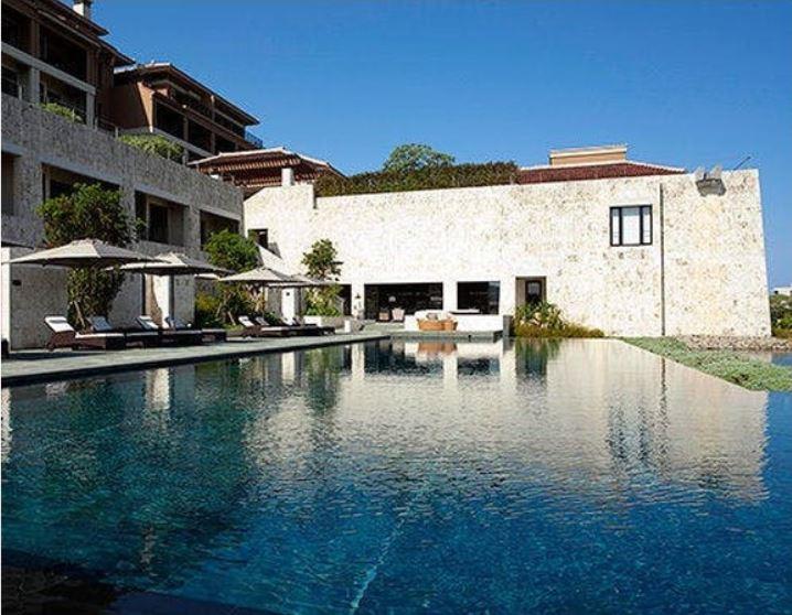 リッツカールトン沖縄の屋外プール