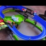 Cars 2 Stunt Racers Double Decker Speedway Playset Lightning McQueen Disney Pixar car-toys