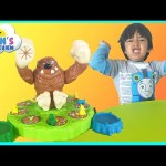 Family Fun game night The Mashin' MAX game for kids Egg Surprise Toys minion Ryan ToysReview