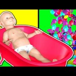 Learn Colors 3D Baby Doll Bath Time With Colors Candy M&M's Surprise Eggs For Kids Toddlers