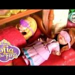 Princess Sofia the First SLEEPOVER Slumber Party with Amber – Disney Princesita Sofía Pijamada Real
