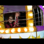 Outdoor playground for kids   Ferris wheel. Funny  Video 2016