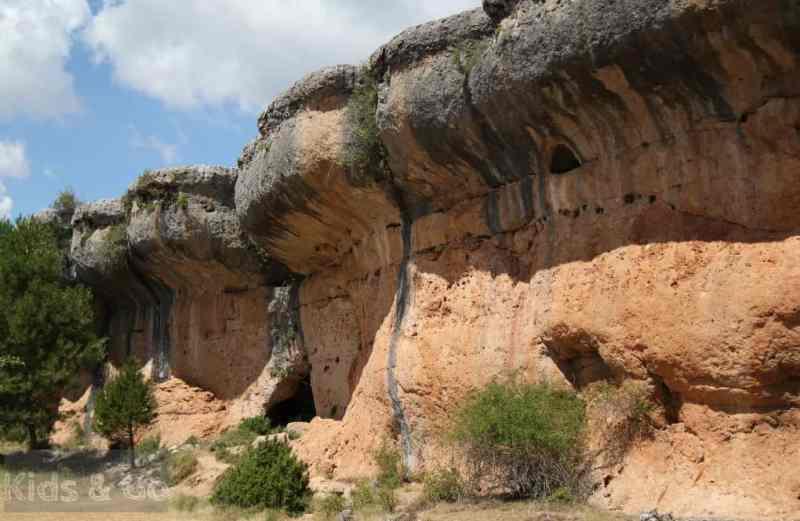 Formacje skalne w Ciudad Encantada, Hiszpania z dzieckiem