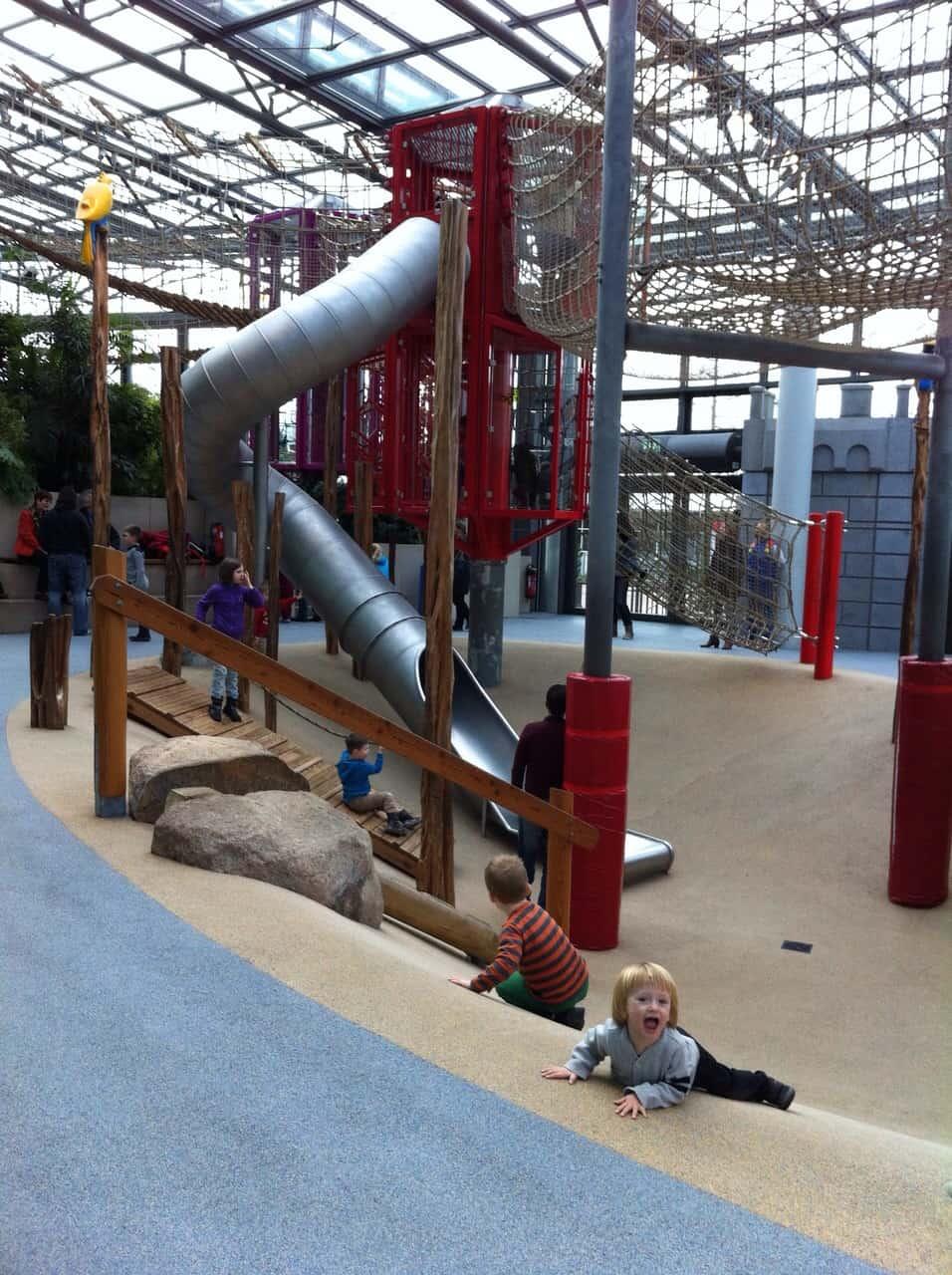 Park Playmobil - zadaszony plac zabaw