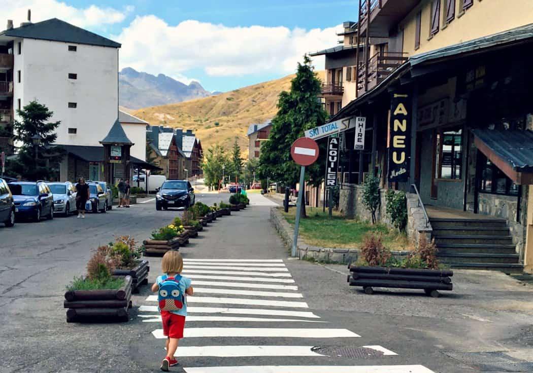 Dolina Tena - Pireneje z dzieckiem latem