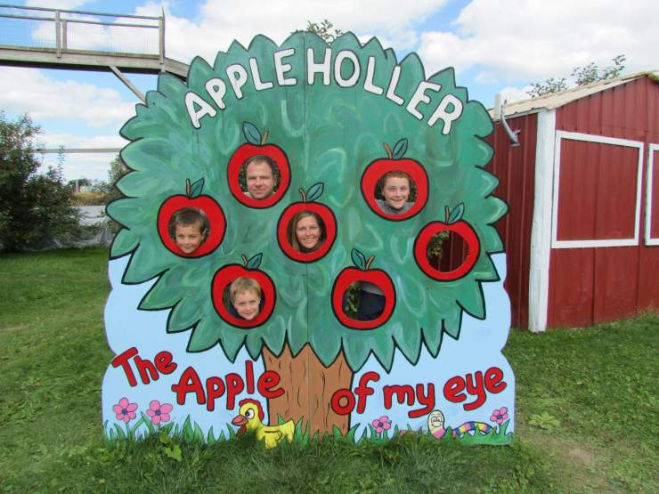 apple orchard tips and recipes family picture-kids are a trip