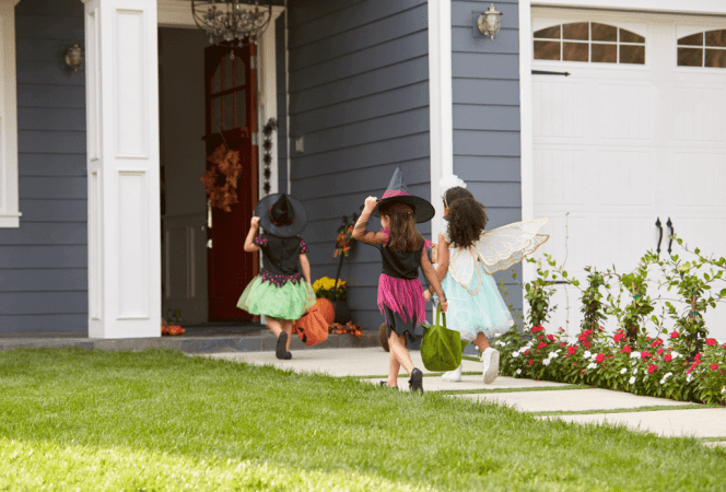Halloween can be a scary time for children with food allergies, but it doesn't have to be. Here are 50 easy items to share this Halloween and keep everyone safe! - Kids Are A Trip