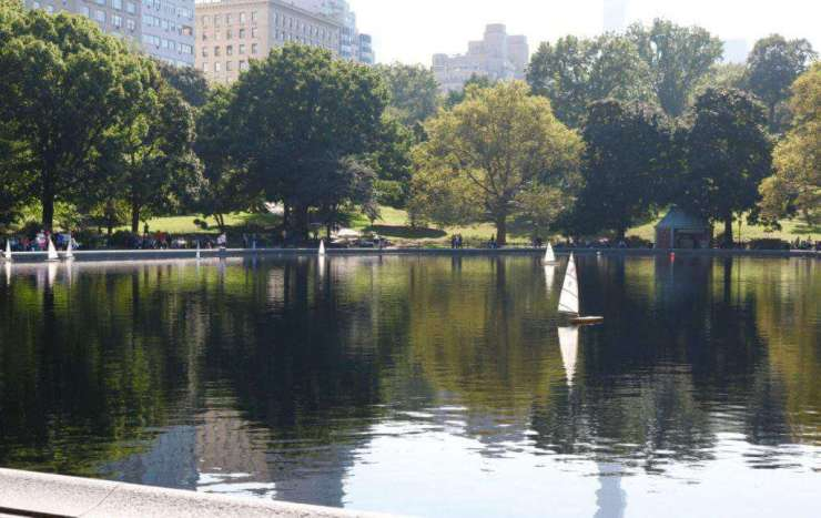 new york city weekend with kids central park boat-kids are a trip