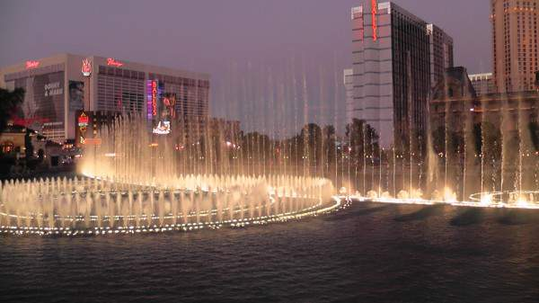 Family Friendly Things to Do in Las Vegas Bellagio Fountains-Kids Are A Trip