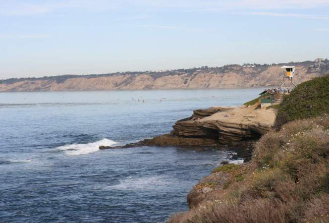 California has the most amazing sights for a road trip. Beautiful beaches, a striking coastline, and hundreds of attractions. These are the best kid friendly California road trip stops. Buckle up!-Kids Are A Trip