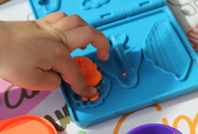 Traveling on planes with kids can be fantastic or a disaster. Come prepared and pack toys that will entertain them for hours. Here are the toys and games that will entertain kids on planes. - Kids Are A Trip