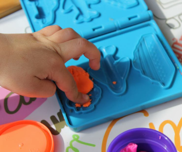 Traveling on planes with kids can be fantastic or a disaster. Come prepared and pack toys that will entertain them for hours. These are our favorite toys and games to entertain kids on planes. - Kids Are A Trip