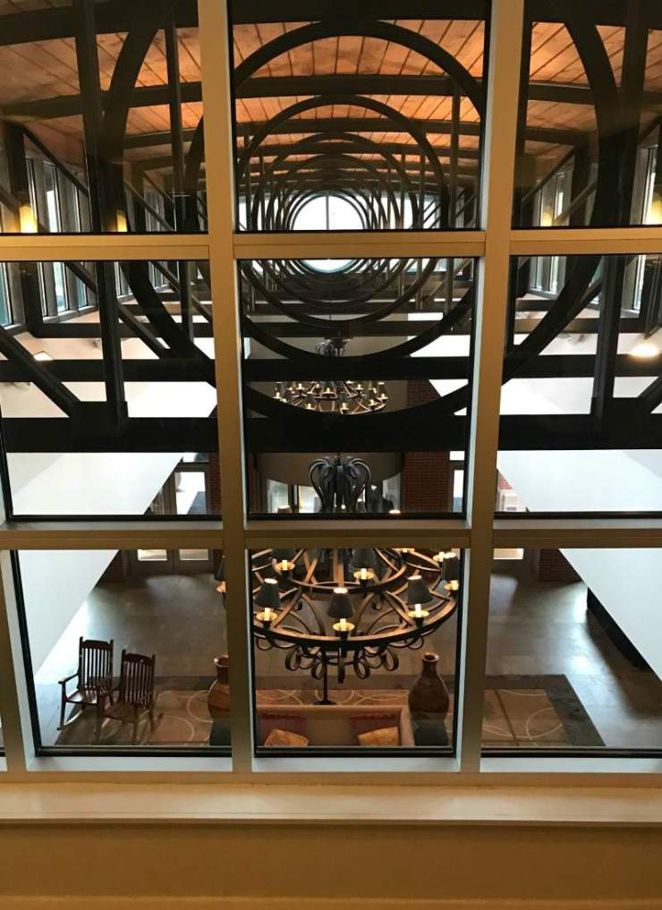 The Chattanoogan Lobby View-Kids Are A Trip