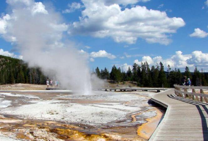 Yellowstone National Park is perfect for families, but teens will really love it. Here's what not to miss in Yellowstone with teens. - Kids Are A Trip