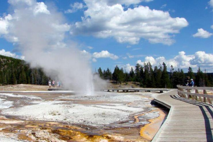 Old-Faithful-Geyser-Yellowstone-National-Park-Kids-Are-A-Trip