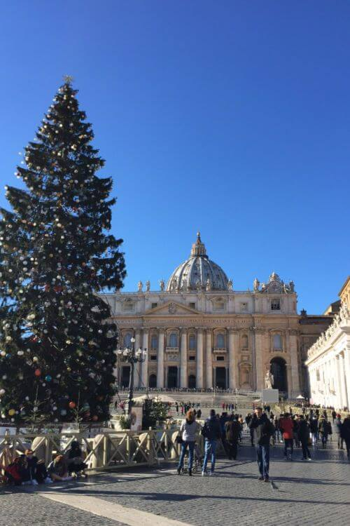 st-Peter-square-Christmas-at-Rome-Kids-Are-A-Trip
