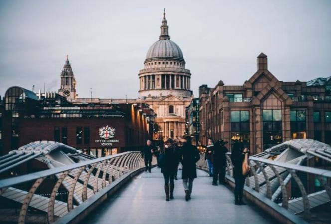 When visiting with London with kids, you'll want to find accommodation that ticks all the boxes. Merino Hospitality's centrally located, luxury serviced apartments offer everything you need. - Kids Are A Trip