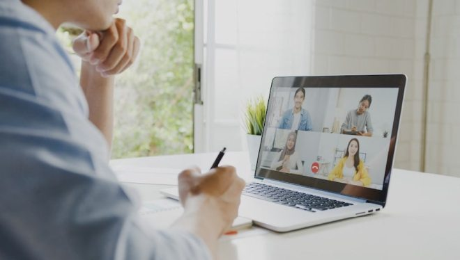 Blog Article Image | Working from home with toddlersIt's Possible to be Productive | Be transparent with your coworkers | telecommuting | work from home | parents tips