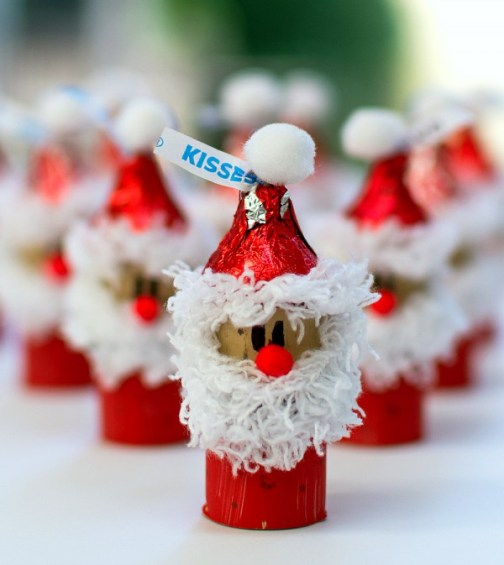holiday-kid-craft-idea-hershey-kiss-mas-santas-wine-corks-8-of-12