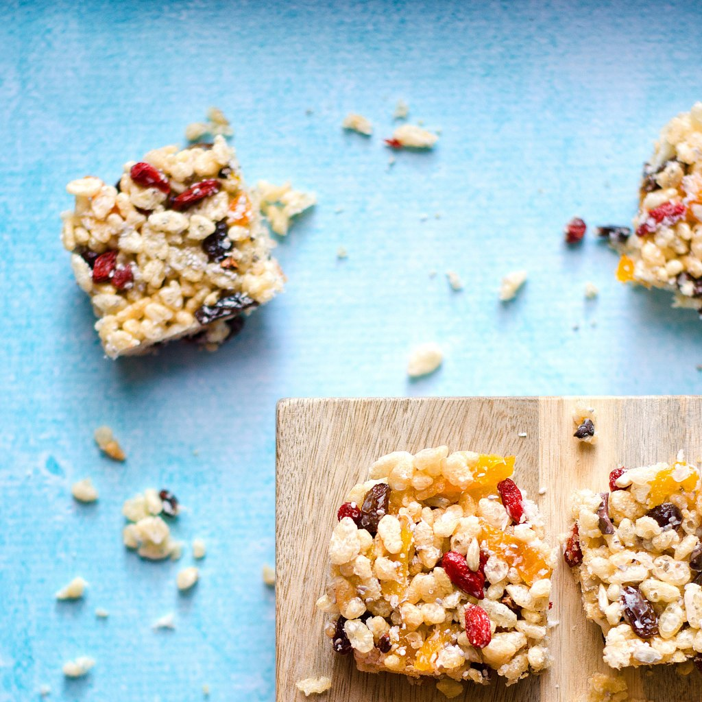 Rice Bubble Slice by Kids Eat by Shanai. Nut free so perfect for school lunchboxes