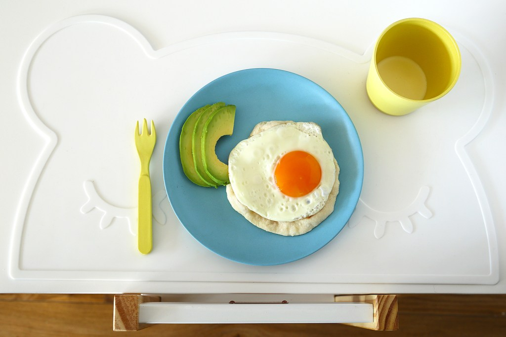easy yoghurt flatbread with egg and avocado