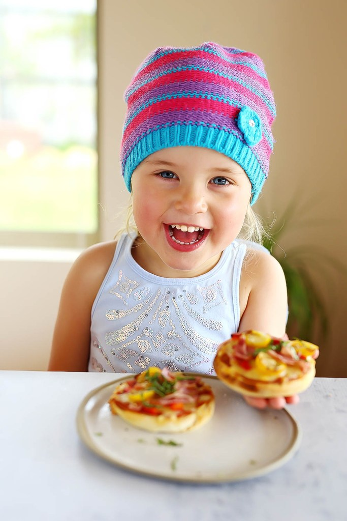 English Muffin Pizzas with home made pizza sauce | Kids Eat by Shanai