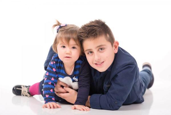 Sesión infantil de hermanos, fotografo de niños en Zaragoza