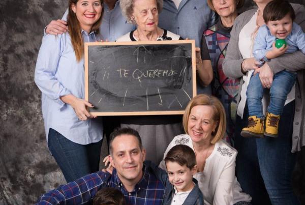 Reportaje fotográfico familiar en Zaragoza, Fotógrafo de familias y niños. Fotografías de regalo