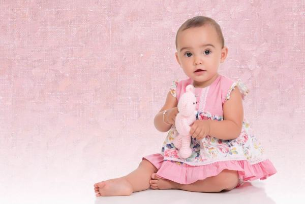 Sesión fotográfica bebe, Fotografía infantil, fotografía bebé 12 meses. Fotógrafo niños en Zaragoza
