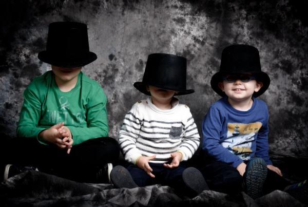 Sesión de fotografía infantil en estudio, fotógrafo de familias.