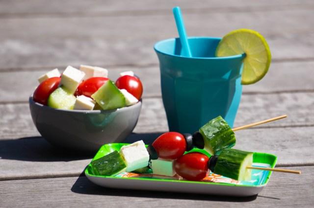 Griekse salade stokje voor bij de barbecue