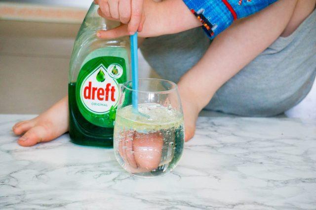 Experiment Water en Olie Stap 1  | Babies Kitchen