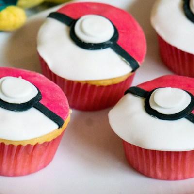 Pokemon Pokeball Cupcakes | Babies Kitchen
