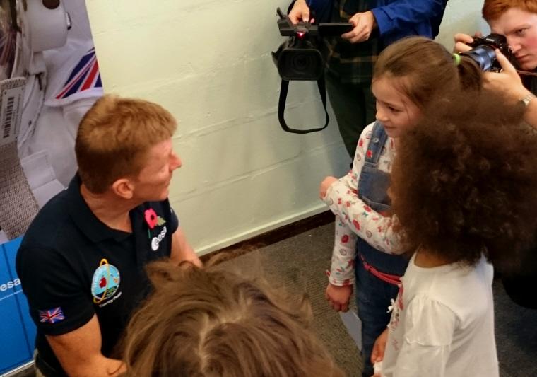 Image of astronaut Tim Peake chatting with girls