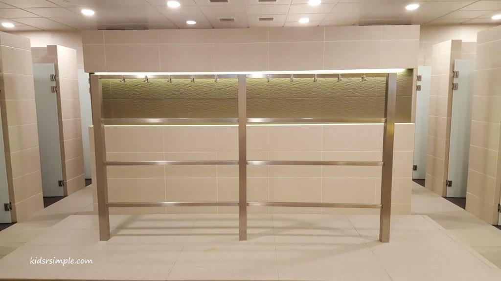 Shower room (Safra Yishun Pool)