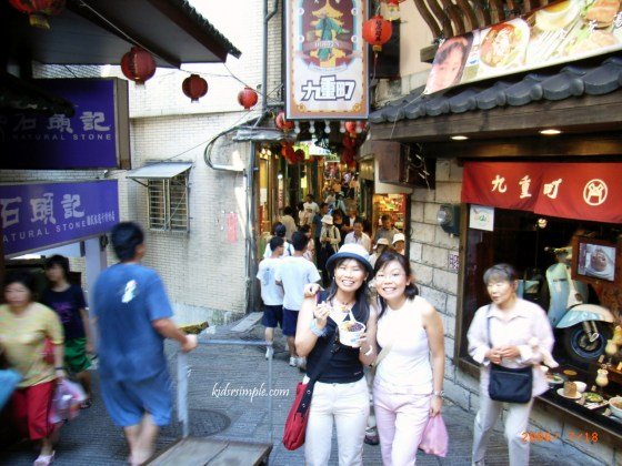 This was an old photo of Jiufen when Kel and I went with my best friend and her hubby in 2007.
