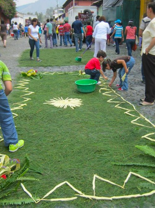 Kids Making a Guatemalan Alfombra- Kid World Citizen