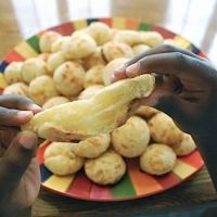 Brazilian Pão de Queijo (Cheese Rolls!)