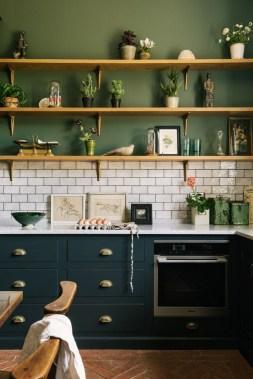 18 Green Kitchens That Will Make You Envious 20