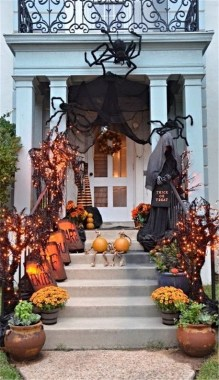 19 Easy DIY Front Porch Halloween Decoration 15