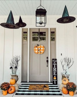 19 Easy DIY Front Porch Halloween Decoration 19