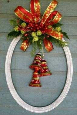 20 Easy DIY Christmas Wreaths For Your Home Decoration 06