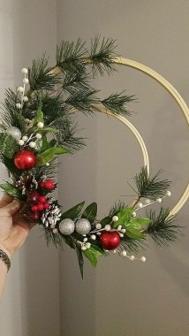 20 Easy DIY Christmas Wreaths For Your Home Decoration 17