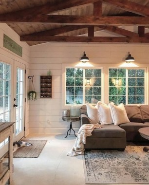 20 Farmhouse Living Rooms That Will Take Your Breath Away 12