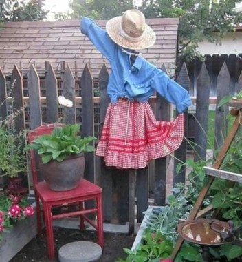 17 Incredible Scarecrow Design Ideas For Halloween 12