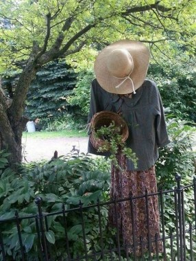 17 Incredible Scarecrow Design Ideas For Halloween 13