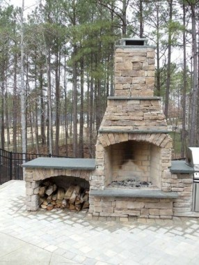 21 Beautiful Outdoor Fireplace Design Ideas 09