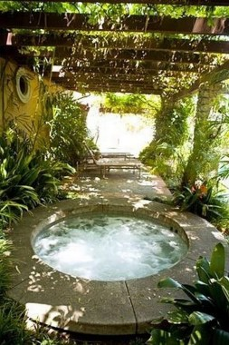 21 Outdoor Jacuzzi Ideas That Will Make You Want To Plunge Right In 15
