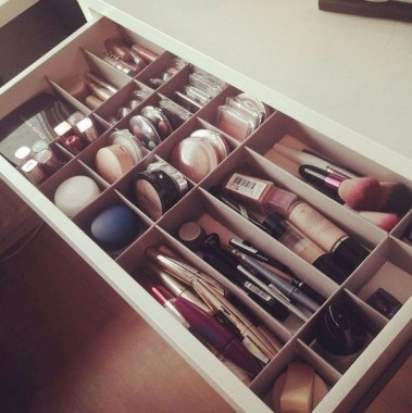 21 Pretty Chic DIY Makeup Storage Ideas For An Inexpensive One 01