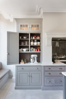 24 Genius Small Kitchen Ideas With Sky High Cabinets 21